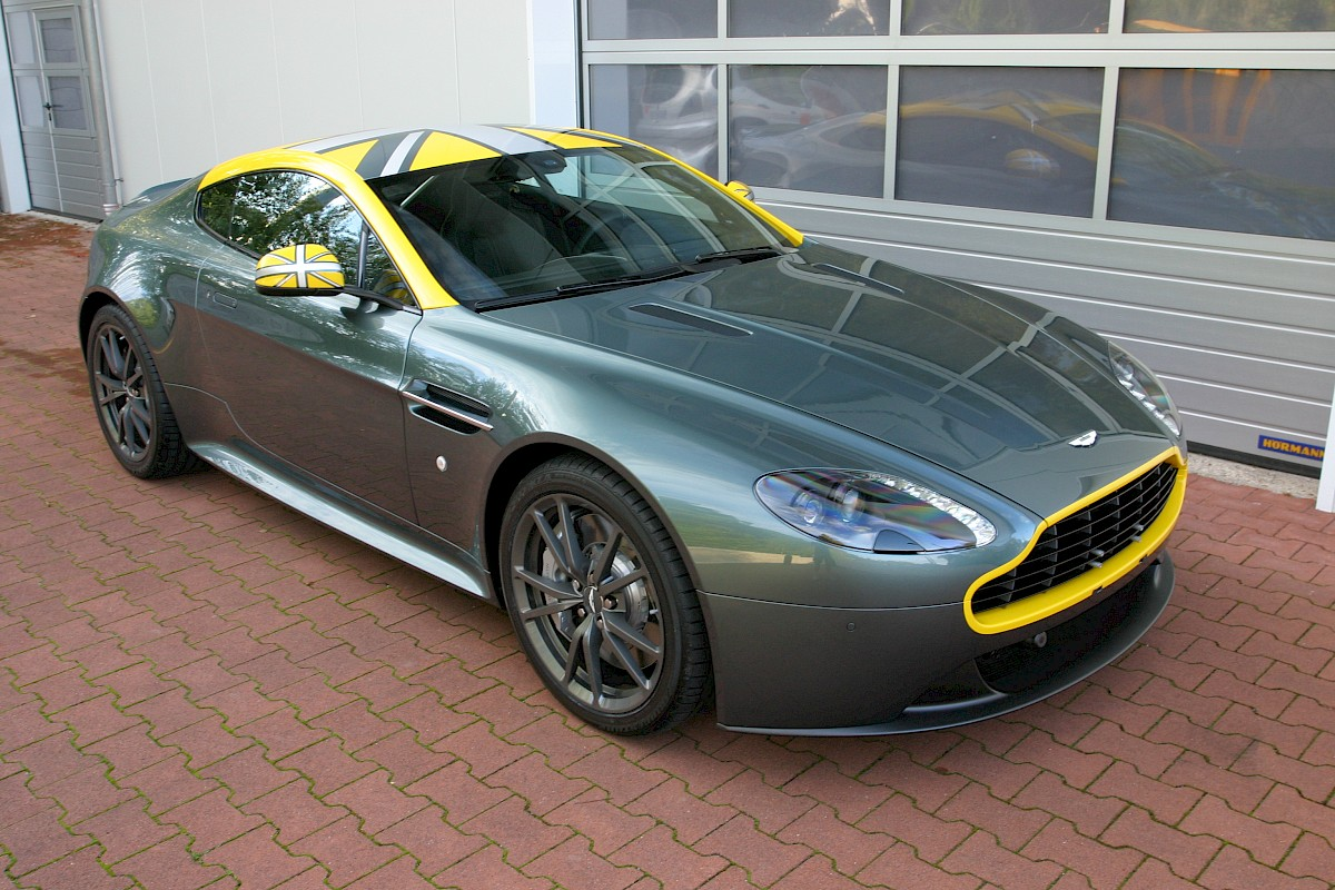 Referenzen Dekorbeklebung Aston Martin V8 Vantage N430 Union Jack Folientechnik Raum Köln Bonn Brandingservice Stephan Schwill